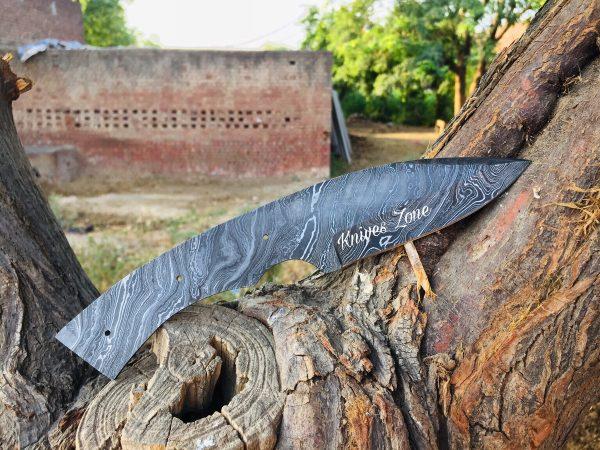 Twist Pattern Damascus Steel knife